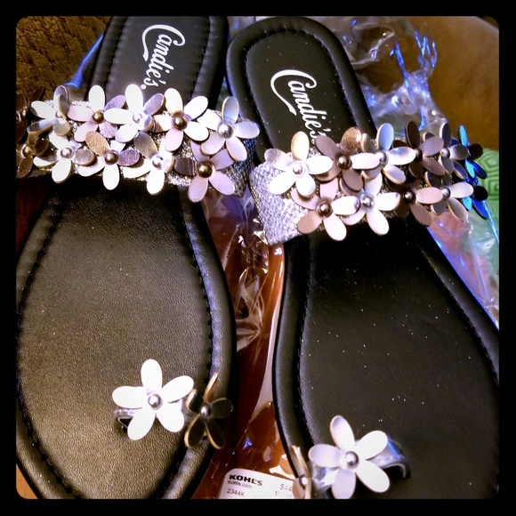1e7240f4288c7 Silver Sandals w Flowers   Toe Ring Size 7-8